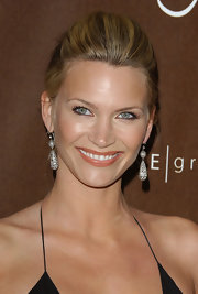 Natasha Henstridge wore a gorgeous pair of decorative dangle earring at the Costume Designers Guild Awards.