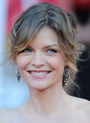 Michelle Pfeiffer rocked a messy-glam updo at the SAG Awards.