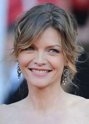 Michelle Pfeiffer's pearl chandelier earrings went perfectly with her messy 'do at the SAG Awards.