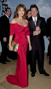 Raquel Welch partnered her dress with a large metallic clutch at the 14th Carousel of Hope gala.