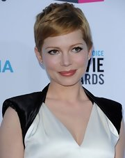 Michelle Williams wore a pair of exquisite 1.5-carat diamond stud earrings at the 17th Annual Critics Choice Movie Awards.