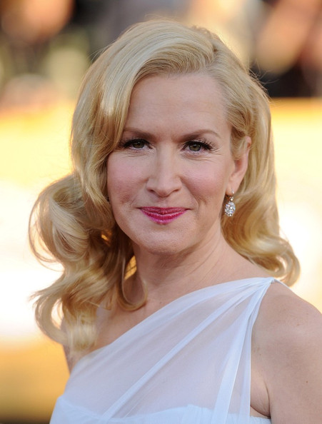 More Pics of Angela Kinsey Long Curls (1 of 7) - Angela Kinsey Lookbook - StyleBistro