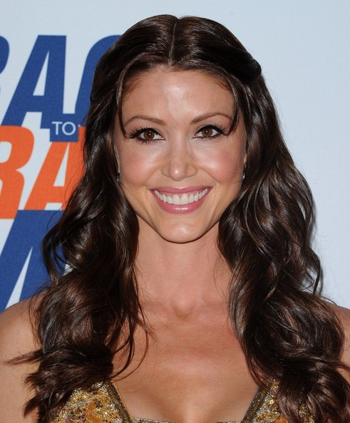 More Pics of Shannon Elizabeth Long Wavy Cut (1 of 11) - Shannon Elizabeth Lookbook - StyleBistro