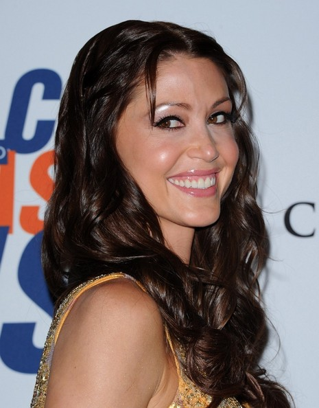 More Pics of Shannon Elizabeth Long Wavy Cut (4 of 11) - Shannon Elizabeth Lookbook - StyleBistro