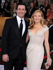An elegant metallic silver clutch added some shine to Jennifer Westfeldt's outfit at the SAG Awards.