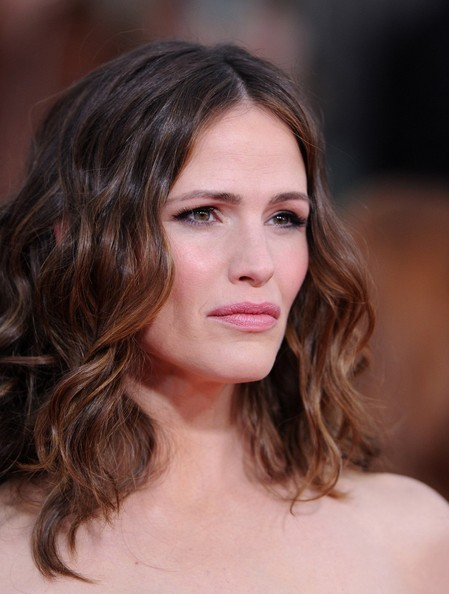 More Pics of Jennifer Garner Long Wavy Cut (5 of 10) - Long Wavy Cut Lookbook - StyleBistro