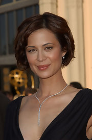 Catherine Bell accentuated her decollete with a simple yet stunning diamond Y-drop necklace.