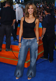 Jessica attended the Teen Choice Awards wearing flared jeans with zippers on the bottoms.