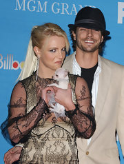 Britney wore a decadent pair of dangling diamond earring when she hit the red carpet carrying her teeny tiny pooch.