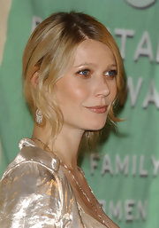 Gwyneth's baby blues shimmered in an iridescent brown shadow at the Lucy Awards.