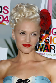 Gwen Stefani looked romantic with a rose in her curled updo.