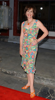 Jane Kaczmarek looked so lively in her colorful print dress.