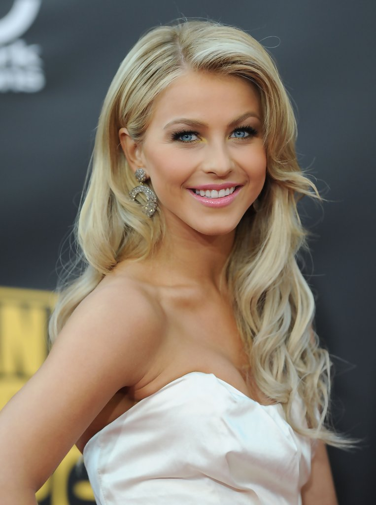 More Pics of Julianne Hough Retro Hairstyle (7 of 11) - Retro ...