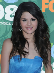 Selena's ears sparkle with her encrusted hoop earrings at the Teen Choice Awards.