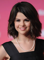 Selena's medium-length bob was well-textured and perfect for her heart-shaped face.