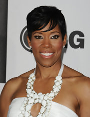 Regina King kept the bling to a minimum at the Film Independent Spirit Awards, wearing only a pair of small diamond studs.