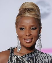 Mary J. Blige wore her hair in a cool, 60s-inspired updo at the 2011 American Music Awards.