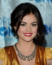 Lucy Hale was red carpet ready at the People's Choice Awards with these 14-karat gold diamond drop earrings.