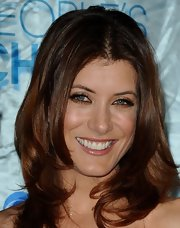 Kate Walsh added a subtle touch of neutral shadow to her red carpet look.