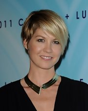 Jenna Elfman wore black liner and a touch of neutral shadow at the 2011 Crystal & Lucy Awards.
