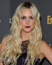 Ashlee Simpson  opted for mermaid tousled waves for the Entertainment Weekly pre-Emmy party.