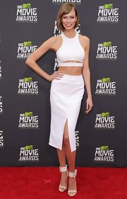 Karlie Kloss completed her sexy all-white ensemble with a pair of minimalist-chic sandals when she attended the MTV Movie Awards.