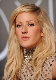 A pretty pink lip gave Ellie a girly pout at the MTV VMAs.