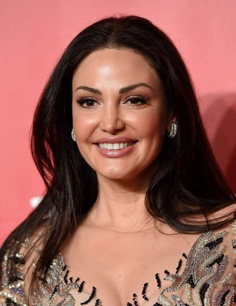 Bleona attended the MusiCares Person of the Year Gala wearing a simple center-parted 'do.