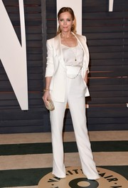 Leslie Mann looked effortlessly cool in her all-white Giorgio Armani ensemble at the Vanity Fair Oscar party.