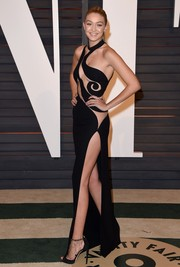 Gigi Hadid paired her seductive gown with chain-embellished sandals by Zuhair Murad.