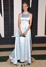 Brooklyn Decker was a picture of elegance at the Vanity Fair Oscar Party in an ivory gown cinched in at the waist.