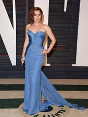 Amy Adams worked a perfect hourglass silhouette at the Vanity Fair Oscar party in a gorgeous periwinkle Atelier Versace strapless gown featuring delicate beading and a gauzy train.