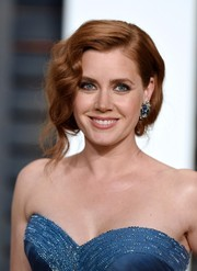 Amy Adams looked oh-so-romantic at the Vanity Fair Oscar party wearing a loose updo with a finger-wave front.