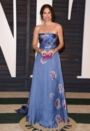 Minnie Driver chose a breathtaking Pamella Roland strapless gown, featuring a painterly floral print, for the Vanity Fair Oscar party.