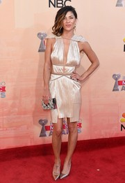 Jessica Szohr polished off her head-turning look with an embellished box clutch by Emm Kuo.