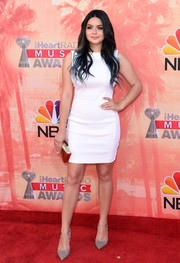 Ariel Winter styled her simple dress with a pair of patterned silver pumps.