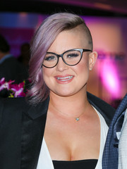 Kelly Osbourne rocked a half-shaved wavy 'do at the 2016 Breaking the Silence Awards.