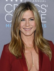 Jennifer Aniston looked effortlessly chic with her long center-parted tresses at the Critics' Choice Movie Awards.