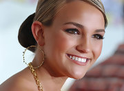 Jamie Lynn Spears wore stylish gold circle dangle earrings to the 20th Annual Kids' Choice Awards.