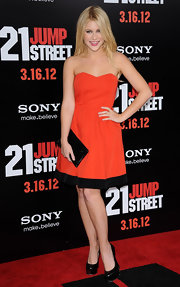 Renee Olstead played up the black trim of her flirty dress with a matching envelope clutch.