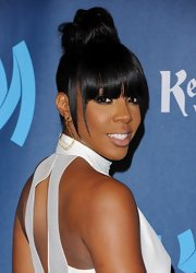 Kelly Rowland rocked a twisted top knot bun at the GLAAD Media Awards in LA.
