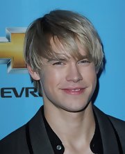 The new Glee actor hit the second season premiere with his medium lenth blonde hair in a mop top with front bangs.