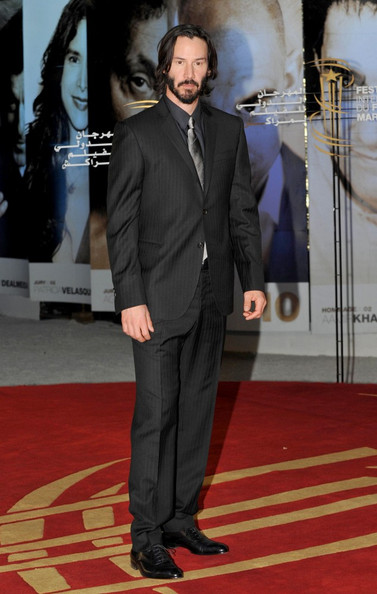 Keanu Reeves looked stylish in his sate gray suit. He paired his ensemble with a silver tie.