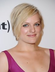 Elisabeth Moss' platinum locks looked sleek as ever with this side-parted straight 'do.