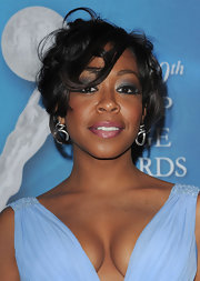Tichina Arnold pulled off a messy updo at the NAACP Image Awards.