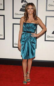 Giuliana jazzed up her look with a a pair of green and gold evening sandals for the Grammy Awards.