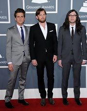 Jared Followill revealed his more elegant side with this gray suit at the Grammys.