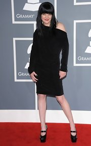 Pauley Perrette looked goth at the Grammys in this black off-the-shoulder number.