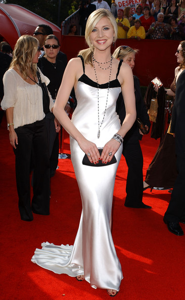 Sarah Chalke 2005 Emmy Awards