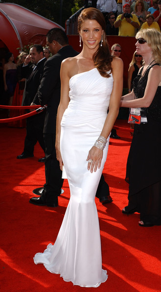 http://www3.pictures.stylebistro.com/bg/57th+Annual+Emmy+Awards+jgyvrhon7-vl.jpg